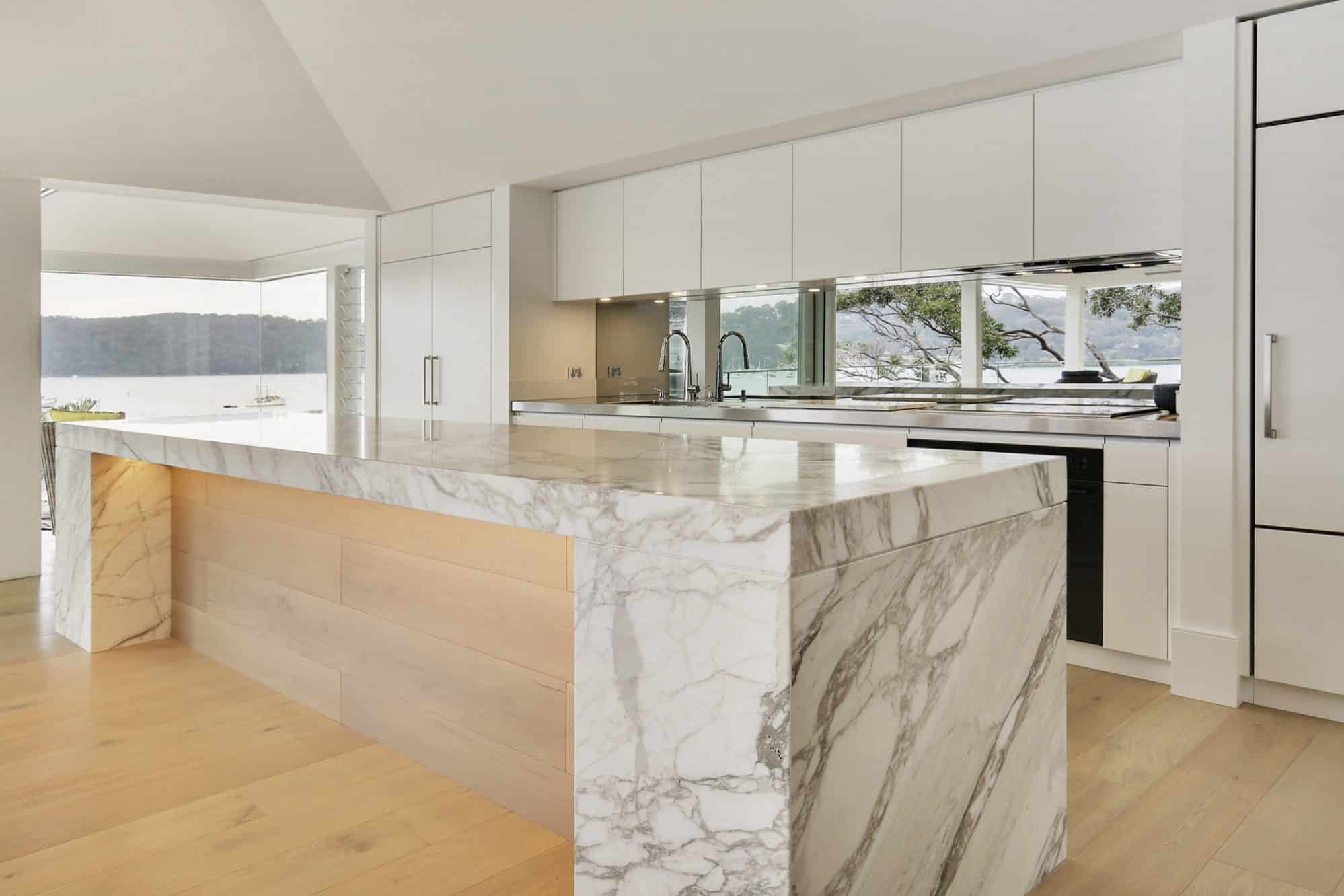 A Palm Beach Kitchen on the shore of Pittwater