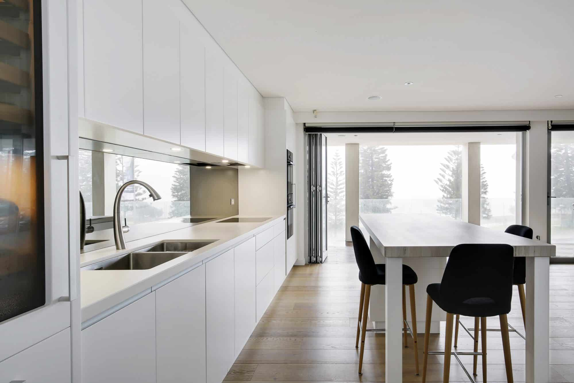 Coogee Beach Apartment Kitchen feature large