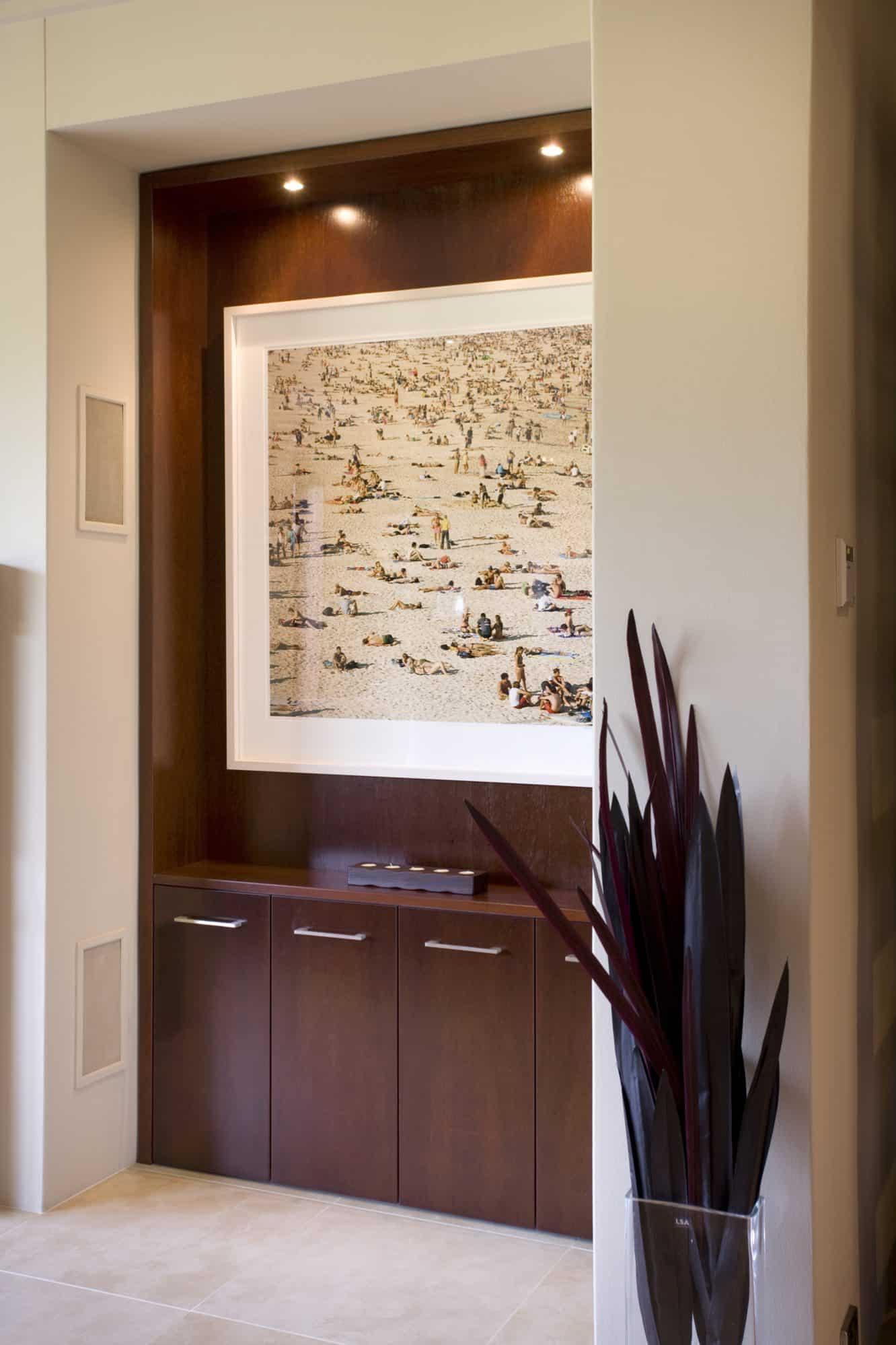 Display niche with artwork